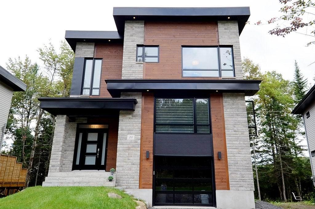 Remarquable maison contemporaine lac beauport montreal for Maison moderne montreal