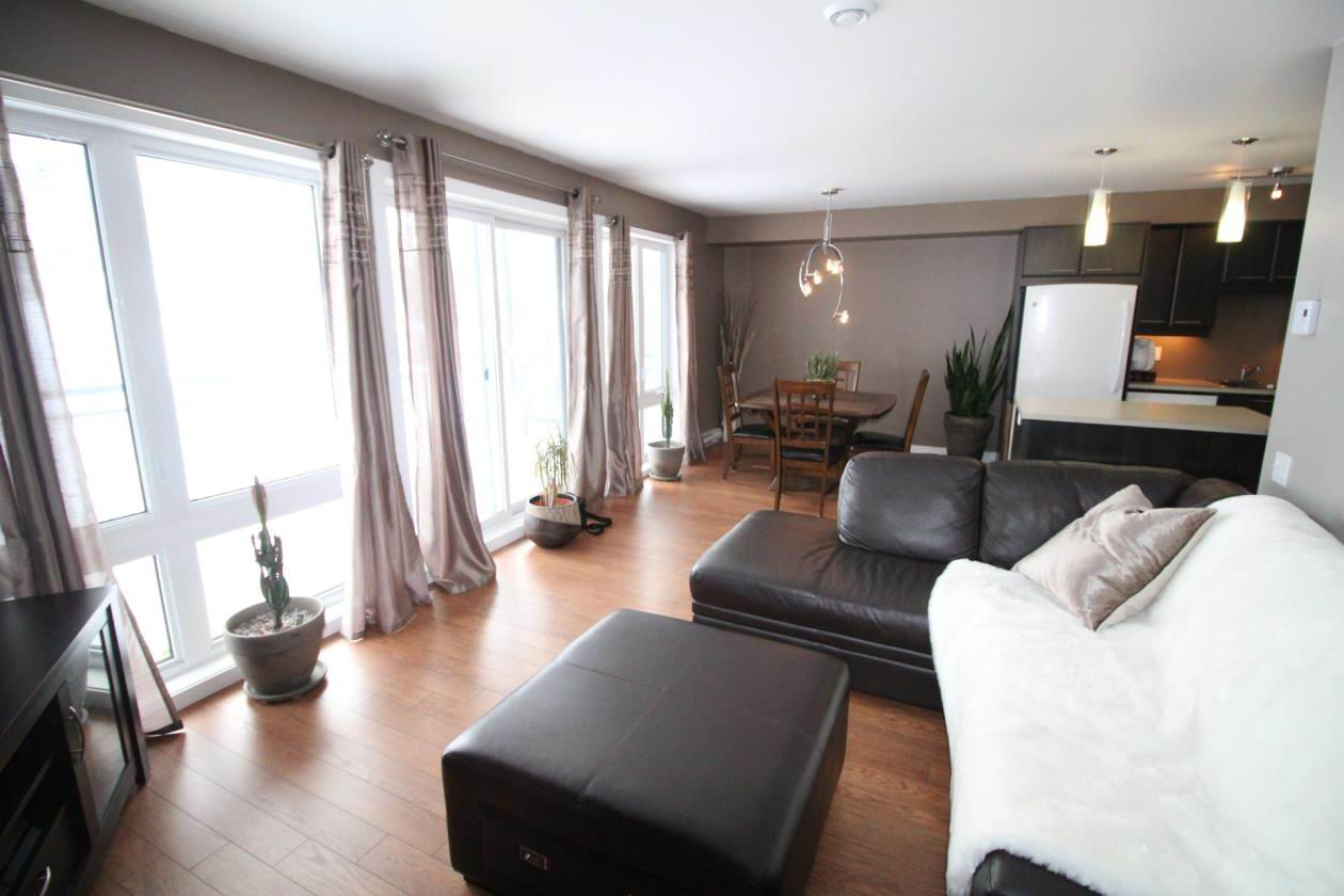 beau condo 2011 quartier orsainville au prix de l 39 valuation montreal centre ville montr al. Black Bedroom Furniture Sets. Home Design Ideas