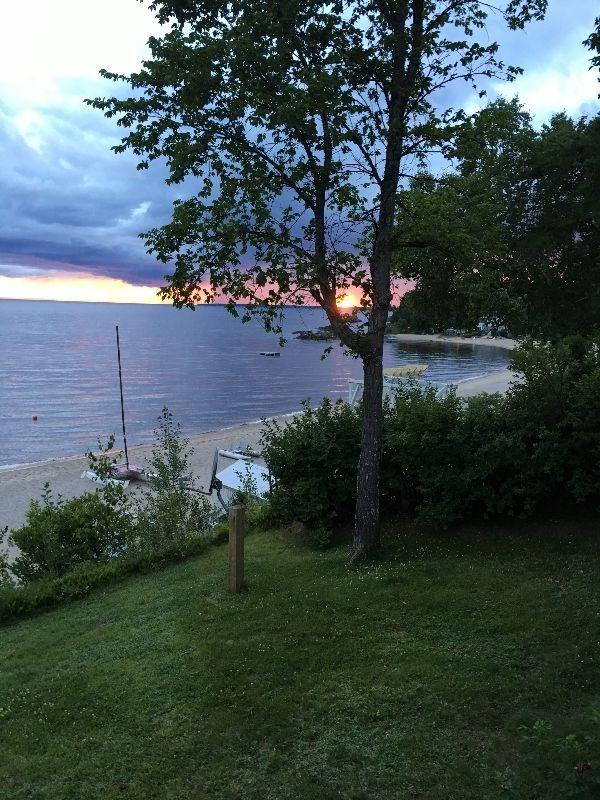 Chalet bord de l 39 eau chalet avec plage saint henri de for Assurance maison montreal