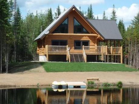 chalet en bois rond louer bord de l 39 eau spa priv montreal mont royal montr al. Black Bedroom Furniture Sets. Home Design Ideas